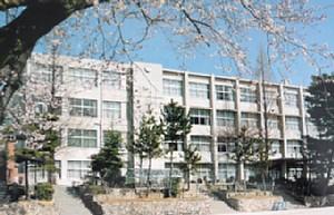 昭和63年頃の高校校舎.jpg