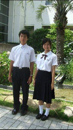 入試: 制服をご紹介します。
