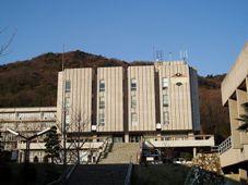 800px-Univ-of-Hyogo-HimejiShosha-MainBldg01.jpg